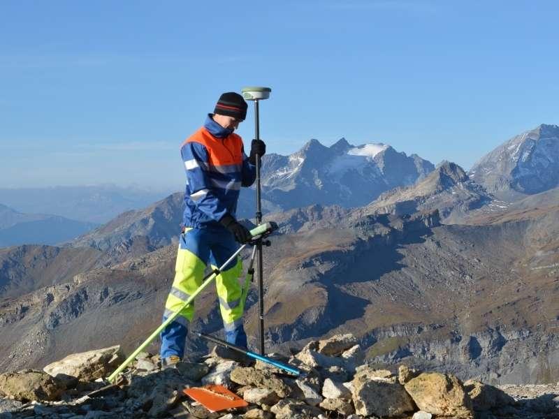 Geometer und Vermessung: Unterhalt und Bereitstellung des Fixpunktnetzes
