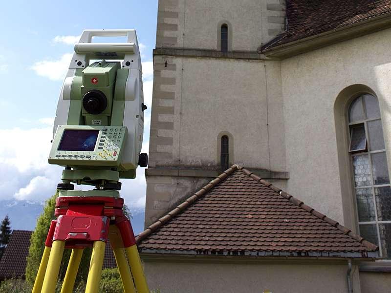Vermessung: Fassade Outdoor mit Laserscanner für Baupläne von Architekten