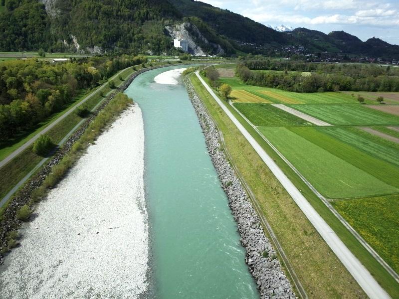 Geomatik und Vermessung: Aufnahmen Rheindamm mit Drohne