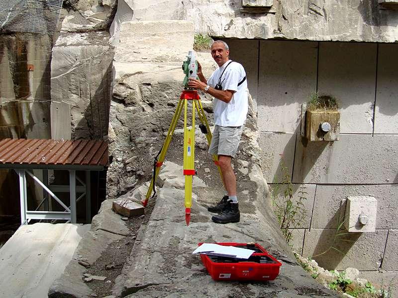 Vermessung: Deformationsanalyse und Kubaturberechnung in Steinbruch durch Vermessung mit Totalstation